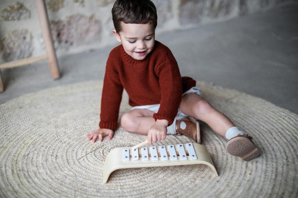 Un-xylophone-pour-enfant-en-bois