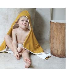 Impossible de ne pas sourire lorsqu'on est emmitouflé dans sa cape de bain PETIT PICOTIN !!#petitpicotin #maman #mum #papa #dad #cadeaunaissance #cadeaupersonnalisé #kids #enfant #decokids #france #linlavé #miel #capedebain