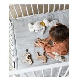 Un doudou, des animaux en bois, et un tapis d'éveil moelleux, le voilà le combo parfait pour passer un chouette moment !#petitpicotin #maman #mum #papa #dad #cadeaunaissance #cadeaupersonnalisé #kids #enfant #decokids #france #linlavé #miel #tapisd'éveil
