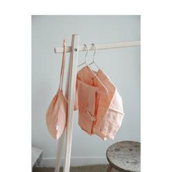 Le petits plus de notre pyjama ? Il arrive dans un joli pochon qui servira à ranger doudou pour partir en weekend ! Et si vous voulez l'offrir en cadeau, c'est le détail qui fera la différence !#petitpicotin #maman #mum #papa #dad #cadeaunaissance #cadeaupersonnalisé #kids #enfant #decokids #france #linlavé #pêche #pyjama