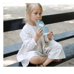 Un petit objet qui cache un grand potentiel !⠀⠀⠀⠀⠀⠀⠀⠀⠀ Vous voulez donner des goûters sains à votre enfant ? Vous voulez essayer de faire des économies tout en respectant la planète ? ⠀⠀⠀⠀⠀⠀⠀⠀⠀ ⠀⠀⠀⠀⠀⠀⠀⠀⠀ La gourdinette est faite pour ça !⠀⠀⠀⠀⠀⠀⠀⠀⠀ ⠀⠀⠀⠀⠀⠀⠀⠀⠀ Elle se remplit par le bas (via une fermeture à glissière). Vous pouvez ainsi préparer de super bons goûters pour que bébé se régale n'importe où. ⠀⠀⠀⠀⠀⠀⠀⠀⠀ ⠀⠀⠀⠀⠀⠀⠀⠀⠀ #petitpicotin #maman #mum #papa #dad #cadeaunaissance #cadeaupersonnalisé #kids #enfant #decokids #france #linlavé #menthe #gourde